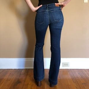 Beautiful flared Lucky Brand blue jeans
